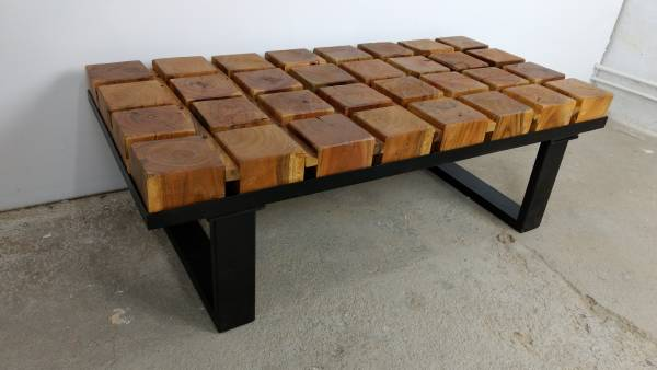 Couchtisch Lounge-Tisch Baumstamm Massiv-Holz Metall-Gestell schwarz Live Design